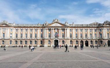 Décor pour votre tournage : la façade du Capitole à Toulouse
