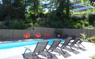 Décor pour votre tournage : la piscine de l'hôtel Ibis Styles Cité de l'espace