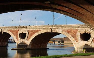 Décor pour votre tournage : le Pont Neuf à Toulouse